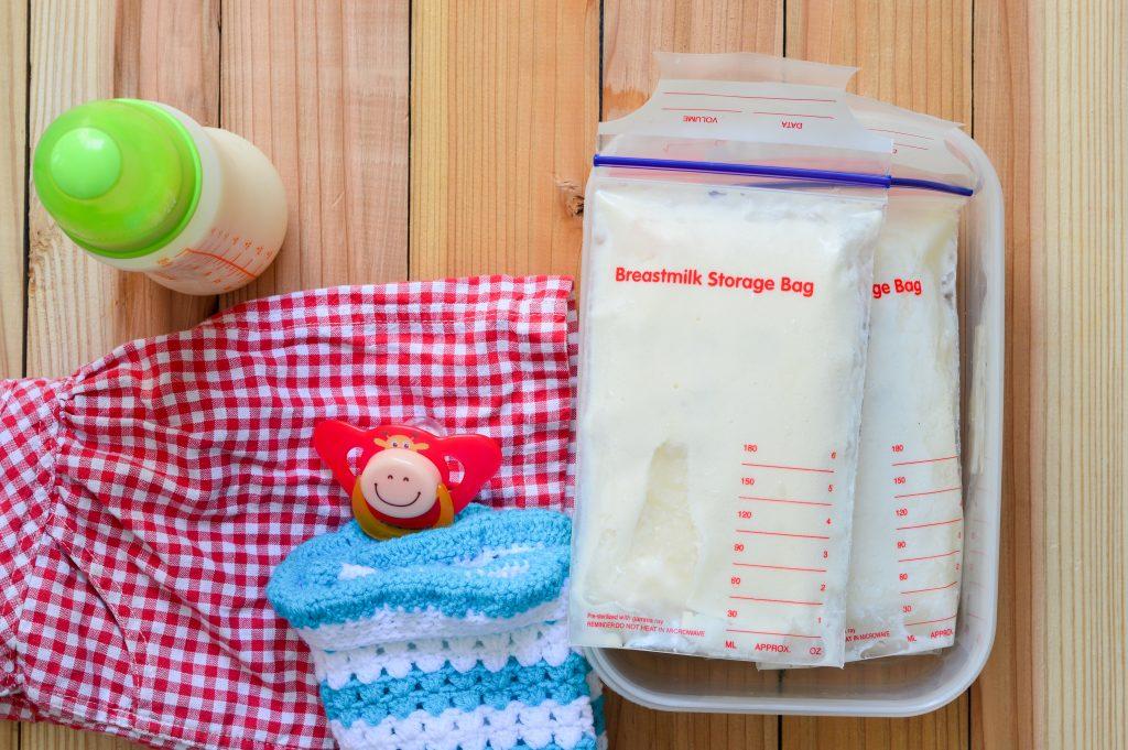 breast mik in storage bags